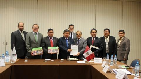 La Asamblea Nacional de gobiernos regionales y el CNE firmaron el compromiso por la educación 2015-2018