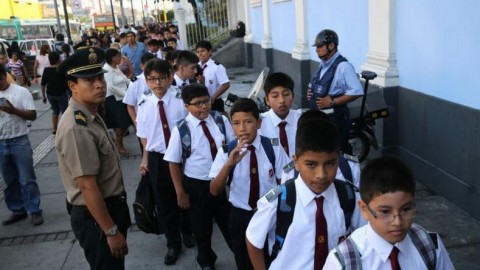 MINEDU: Más de 8 millones y medio de escolares volvieron hoy a las aulas