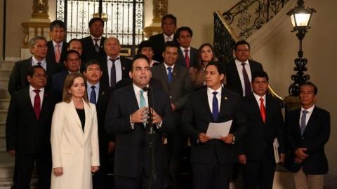Gobernadores regionales, premier Zavala y ministra Martens: Gobierno adelantará a diciembre aumento de sueldos a maestros