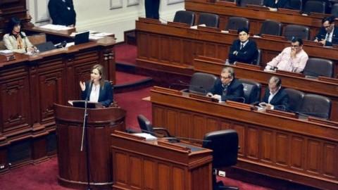 Congresistas de oposición pidieron que ministra Martens renuncie, pero evadieron pedido de censura