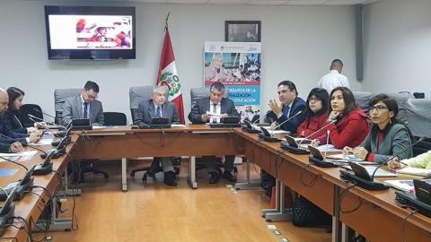 Se realizó mesa de trabajo sobre avances y retos de la descentralización en el sector educación