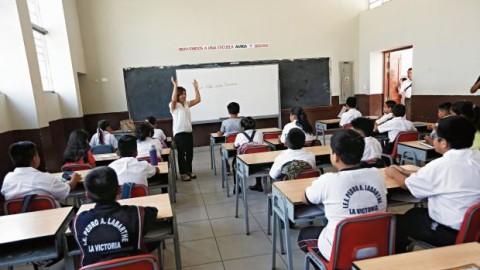 ¿Qué es lo que señala la sentencia de primera instancia sobre el Currículo Nacional?
