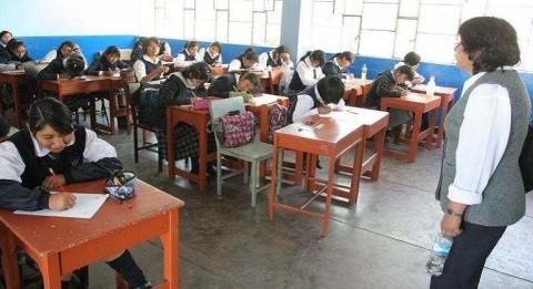 Darán aumento de sueldo para 22 mil auxiliares de educación