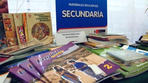 Análisis: ¿Por qué este año se ha atrasado la distribución de material educativo?