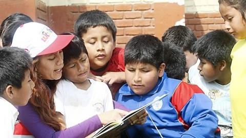 Docentes en Perú: más mujeres que hombres y la mayoría sin posgrado